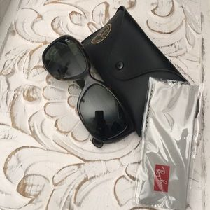 Ray Ban women's sunglasses 😎